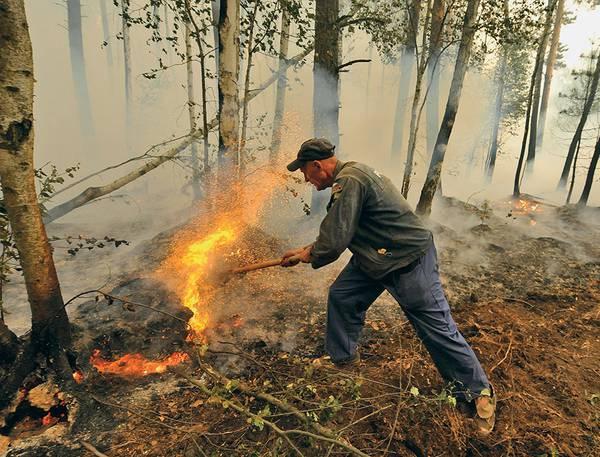 Одно из первых стихийных объединений волонтеров произошло во время тушения лесных пожаров в начале 2010-х 013_rusrep_06-1.jpg Красильников Станислав/ТАСС